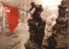 La bandera soviética ondea sobre el edificio del Reichstag después de la ocupación de Berlín por el Ejército Rojo | Archivo