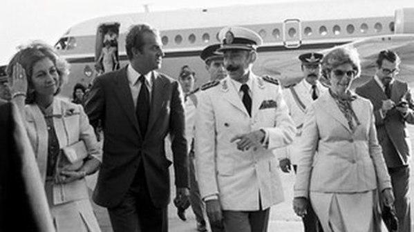 El rey Juan Carlos y la reina Sofía, junto al dictador argentino Jorge Rafael Videla | Público
