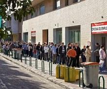 Largas colas en las oficinas de empleo de España
