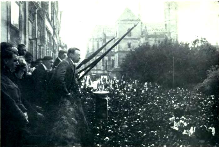 Bela Kun en una de sus intervenciones públicas (1919)