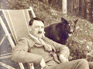Adolf Hitler con Blondie.