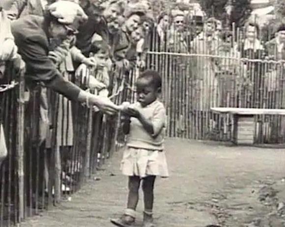 Europa. A finales de la Segunda Guerra Mundial, Bélgica se convirtió en un sitio sumamente atractivo para los negocios y para la vida política, pero también para mostrar espectáculos diferentes a los acostumbrados, convirtiéndose en el lugar donde el racismo se transformó en sinónimo de diversión.