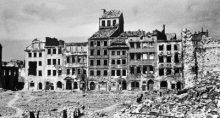Una calle de Varsovia, la capital de Polonia, durante la Segunda Guerra Mundial