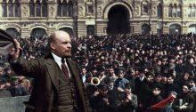 Lenin se dirige al pueblo de Moscú