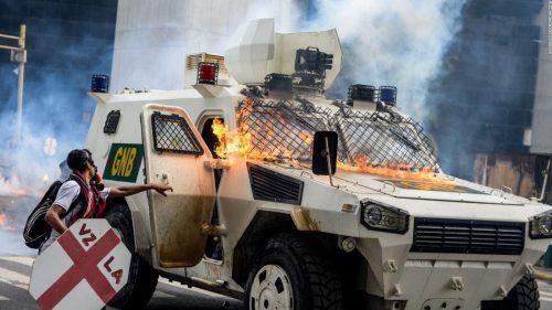 La oposición venezolana utiliza técnicas terroristas para derrocar al gobierno democrático