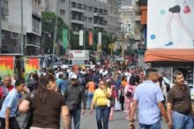 Aspecto pacífico de una calle de Caracas: una realidad diferente a la que nos ofrecen los medios manipulados de la derecha fascista