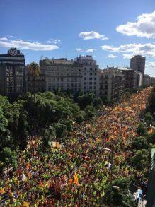 Multitudinaria marcha en apoyo de la Independencia de Catalunya