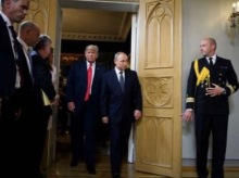 US President Donald Trump (Center L) and Russia's President Vladimir Putin (Center R) arrive for a meeting at Finland's Presidential Palace on July 16, 2018 in Helsinki, Finland. / AFP / Brendan Smialowski